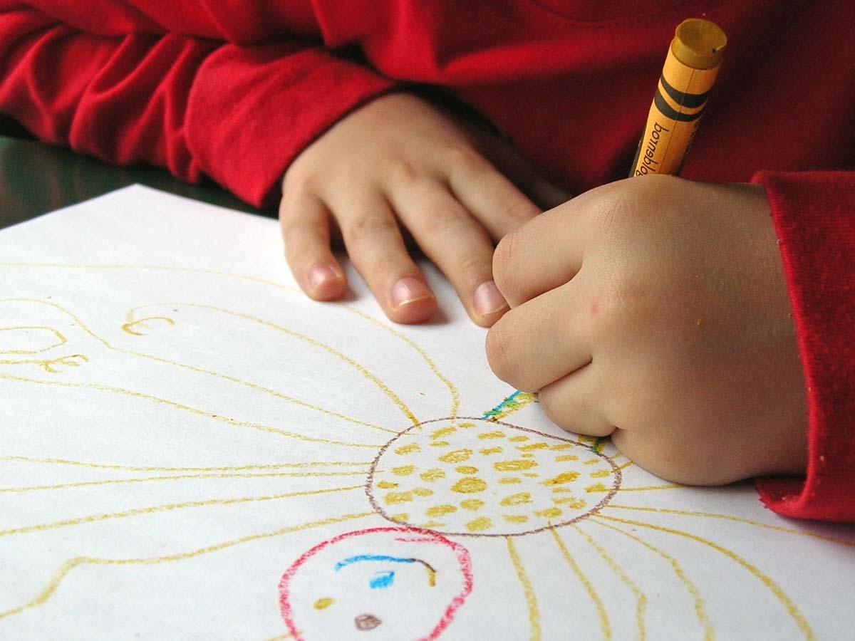 disegnare,l'unica cosa che mia figlia vuole fare