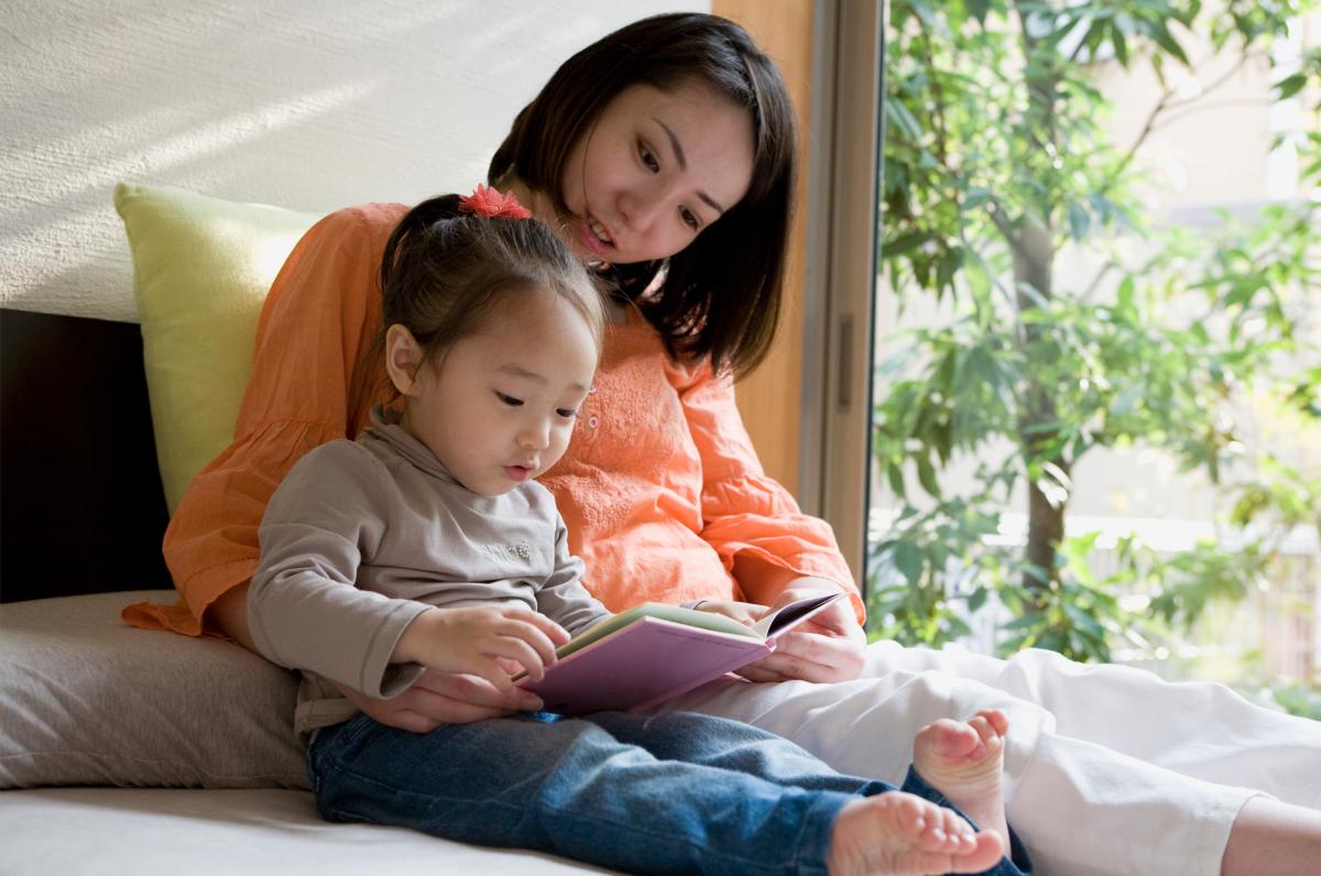 leggere fiabe ai bambini