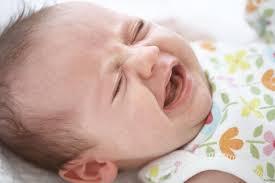 neonata che si sveglia spesso durante la notte