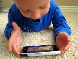 bambini e strumenti tecnologici